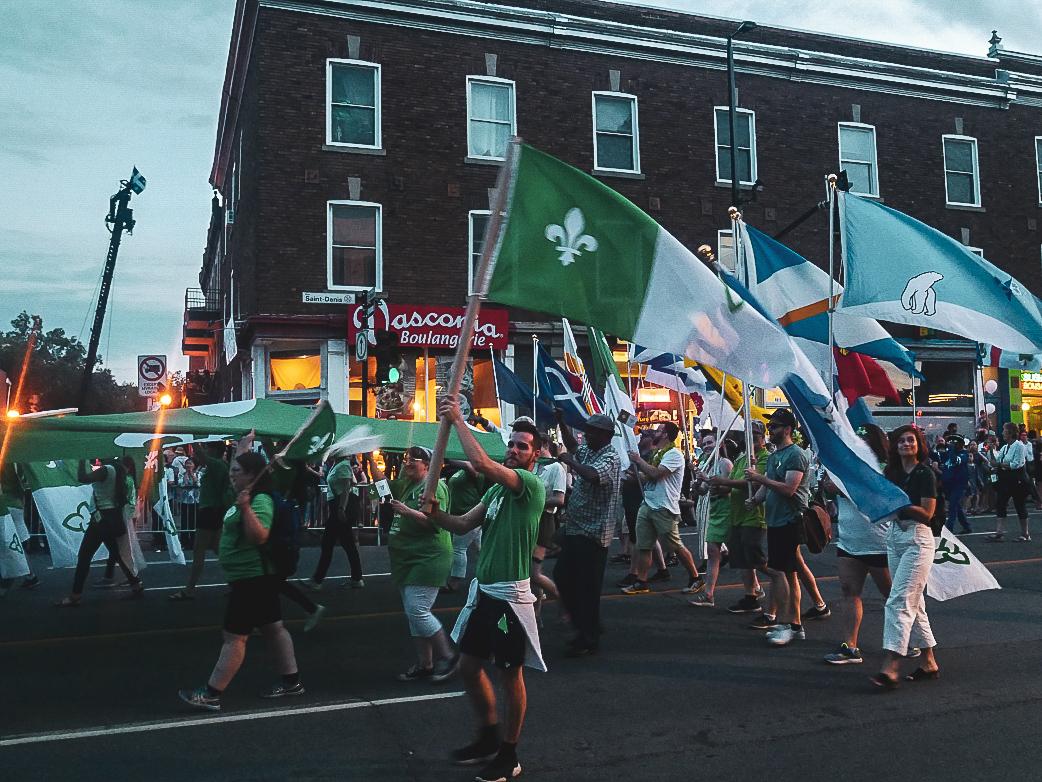 Défilé Québec en fête - PVT Canada : Arrivée et installation à Montréal - Blog Voyage Ma Folie Vagabonde