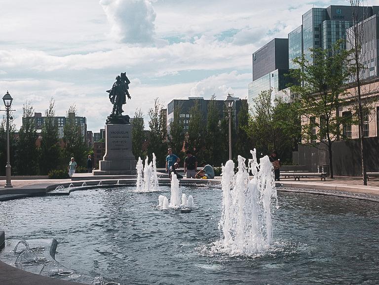 Place Vaquelin - PVT Canada : Arrivée et installation à Montréal - Blog Voyage Ma Folie Vagabonde
