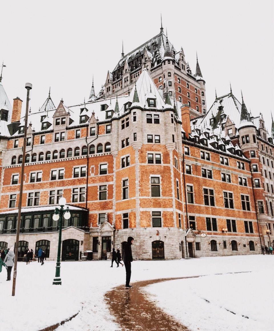 Château Frontenac Québec sous la neige - L'Hiver à Montréal, Canada - Blog Voyage Ma Folie Vagabonde