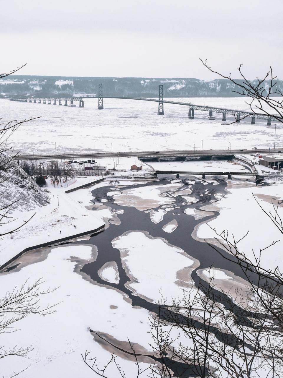 Chutes de Montmorency sous la neige - L'Hiver à Montréal, Canada - Blog Voyage Ma Folie Vagabonde