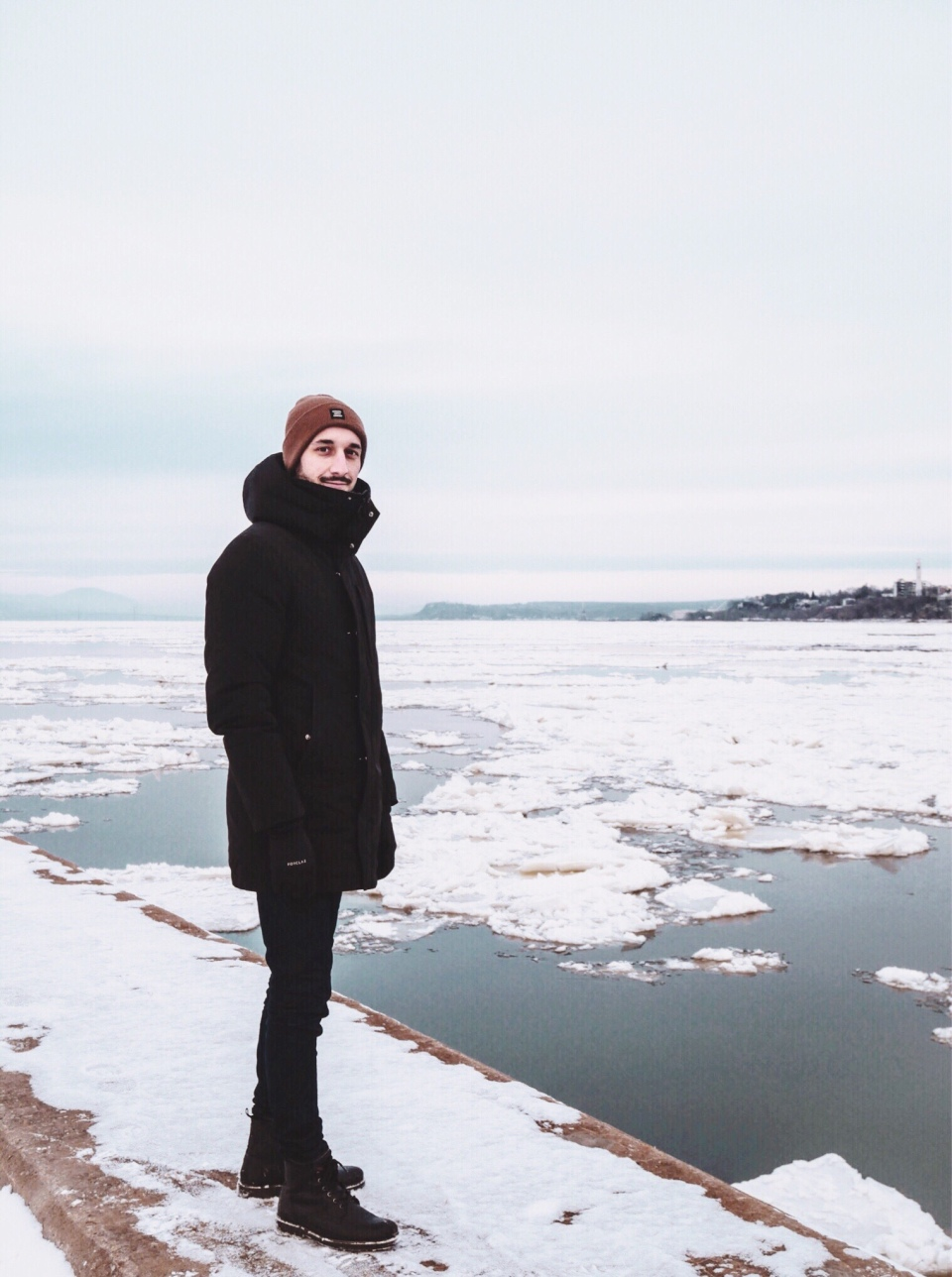 Fleuve Saint-Laurent gelé - L'Hiver à Montréal, Canada - Blog Voyage Ma Folie Vagabonde
